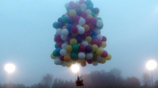 Jonathan Trappe in his helium balloon boat