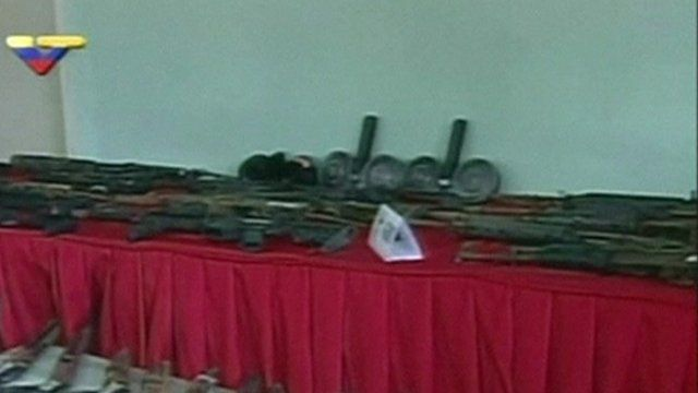 Weapons found inside Sabaneta jail are shown to the press