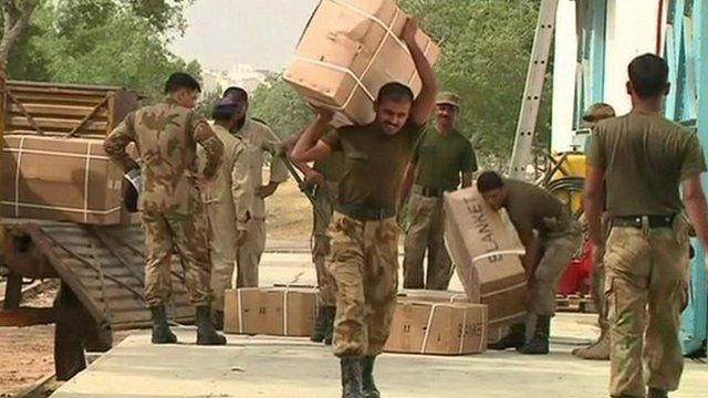 Soldiers carrying aid supplies