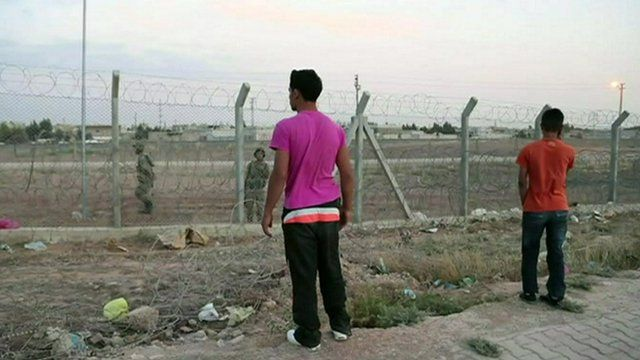 Unemployed Turks at border with Syria