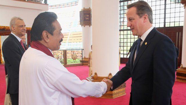 Sri Lankan President Mahinda Rajapaksa and Prime Minister David Cameron shake hands