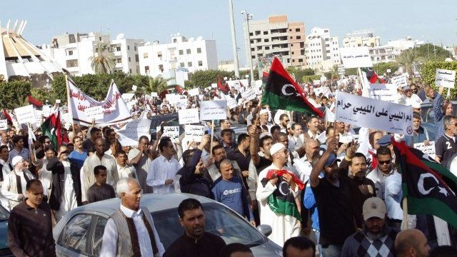 Protesters march during a demonstration calling on militiamen to leave, in Tripoli November 15, 2013
