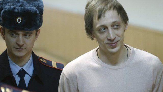 Pavel Dmitrichenko (r)