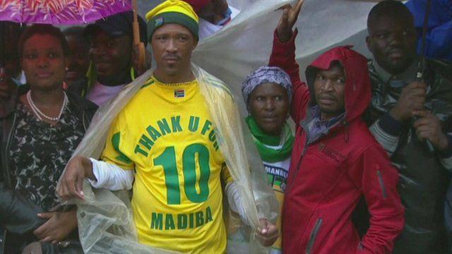 "Man wearing football shirt emblazoned with ""thank u for Madiba"""