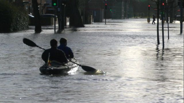 Kayakers on Abingdon Road in Oxford