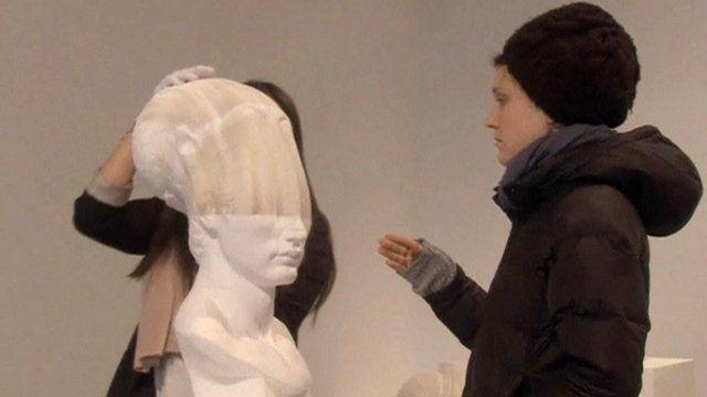 Stretching paper sculpture