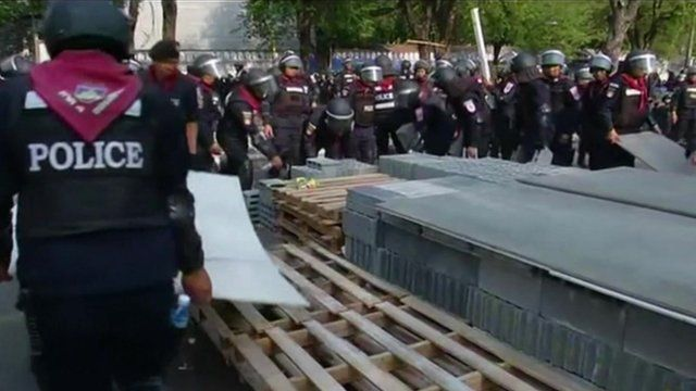 Police confront Thai protesters