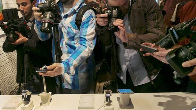 Photographers around the new Galaxy smartphone
