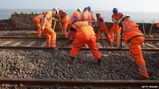 Workers repair train line - 12/03/2014