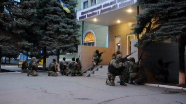 Militants storm Kramatorsk police headquarters