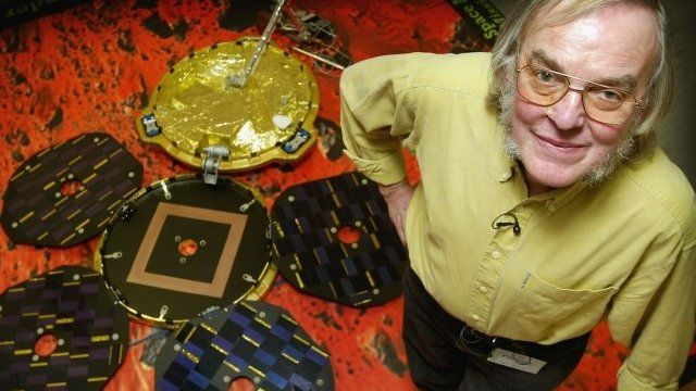 Colin Pillinger with a model of Beagle 2