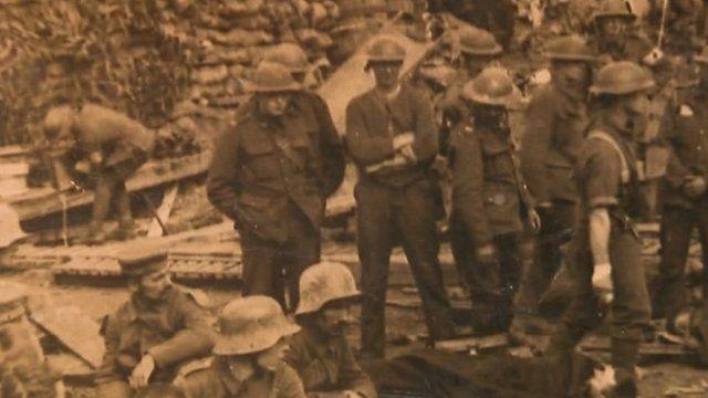 Arthur Hibbert (centre)