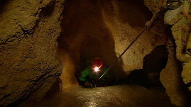 Rescuer enters cave near Berchtesgaden