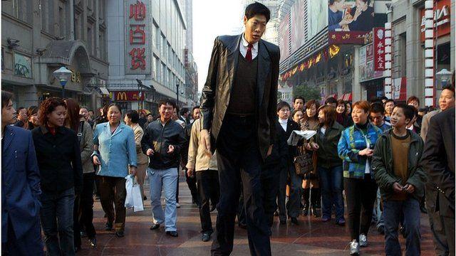 Asia's tallest man Zhang Juncai