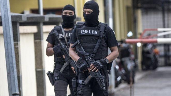 2月21日,馬來西亞皇家警察特別行動隊在吉隆坡醫院外戒備