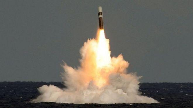 英国三叉戟导弹试射失误 梅首相遭媒体穷追猛打