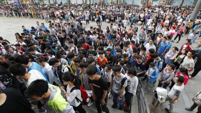 Estudiantes a punto de tomar el examen final de admisión a la universidad en Taiyuan.