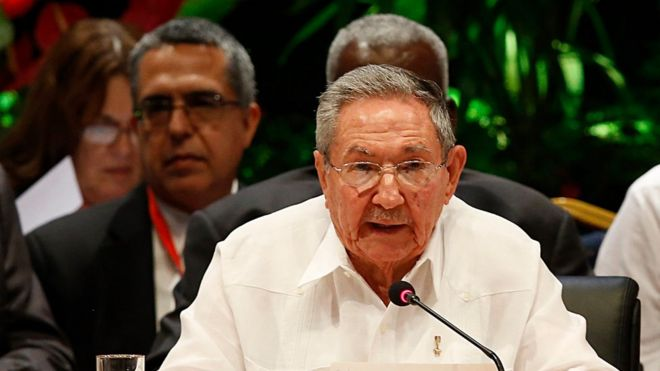 """Cuba""""s President Raul Castro reads during the closing ceremony of the 7th Summit of Heads of State by the Association of Caribbean States at Revolution Palace in Havana, Cuba, Saturday, June 4, 2016. (Jorge Luis Baños/Pool photo via AP)"""