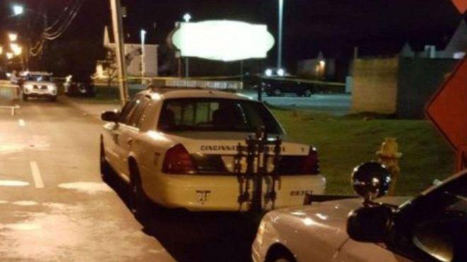 Patrullas de la policía de Cincinnati afuera del Club Cameo.