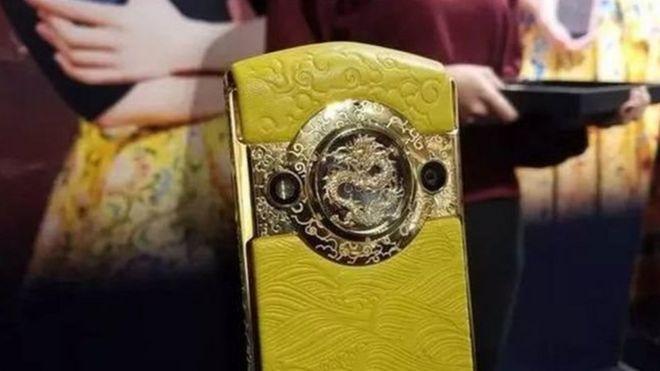 北京故宫钛金宫廷手机在社交媒体引起非议