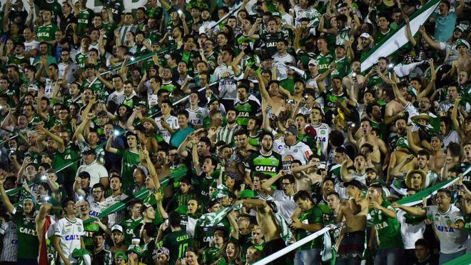 Cidade que se uniu com vitórias ajudará Chapecoense a se reerguer, diz torcedor