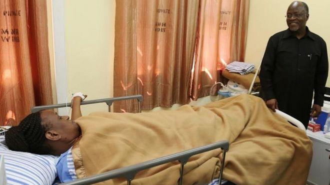 Magufuli akimjulia hali mkewe hospitalini