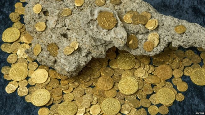 Over 350 gold coins found on board a fleet of Spanish galleons that sunk enroute to Cuba from Spain 300 years ago - 19 August 2015