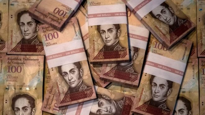 Picture of 100-bolivar bills, Venezuela