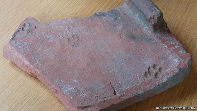 Roman tile with cat paw print