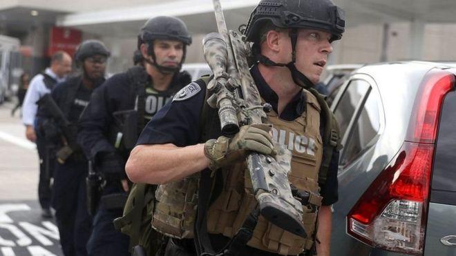 Policías den Fort Lauderdale.