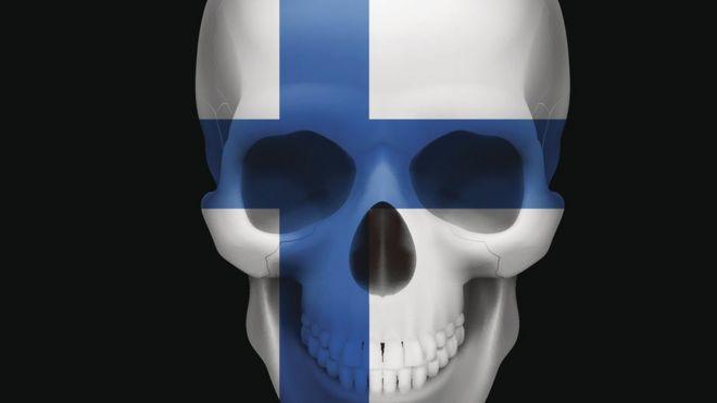 Calavera con bandera finlandesa
