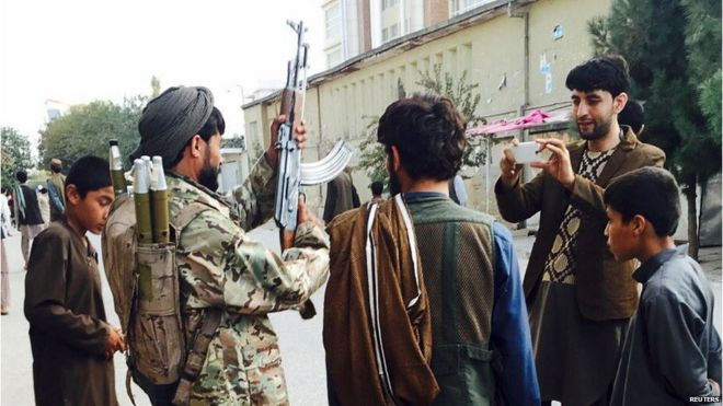 Taliban fighter in main square in Kunduz, 29 September 2015