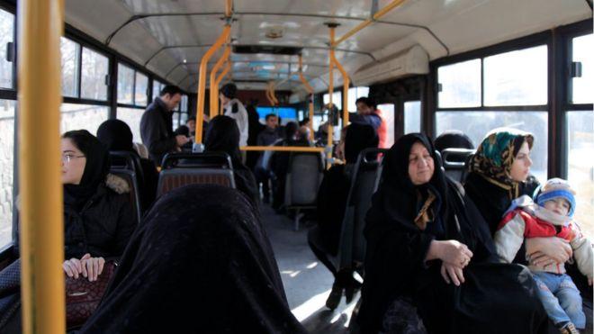 İranda qanuna görə qadınlar avtobusun arxa oturacaqlarında oturmalıdırlar