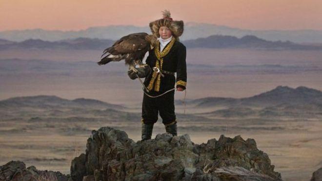 蒙古玩儿鹰少女的传奇故事