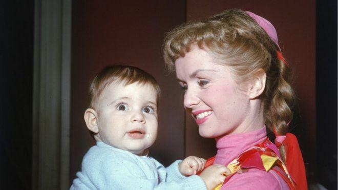 Debbie Reynolds com Carrie Fisher bebê