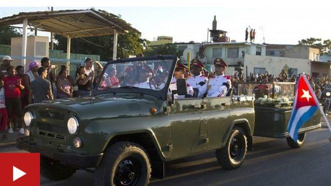 Majivu ya mwili wa Fidel uliochomwa yasafirishwa katika maziko mjini Santiago