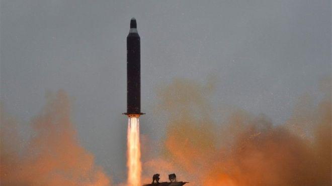 """朝鲜官方媒体《朝中社》报道,朝鲜""""成功""""试射""""北极星-2""""型地对地中远程战略弹道导弹"""