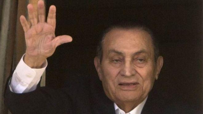 حكم نهائي ببراءة الرئيس المصري السابق حسني مبارك من تهمة قتل متظاهرين _95300619__95300705_e110ac68-73b7-4150-b743-bffca47a2551