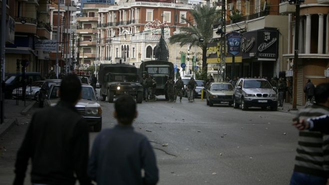Supporters of Future Movement in confrontation with Lebanese army soldiers in Tripoli (file photo)