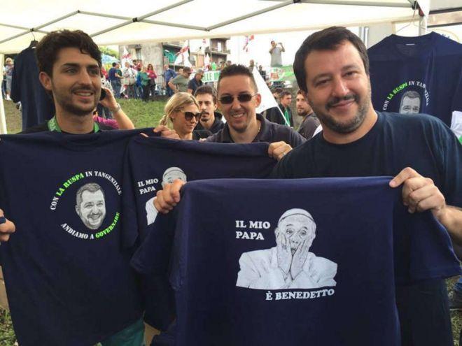Camiseta ironizando o papa