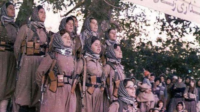 تعدادی از زنان عضو گروه های مسلح کرد بعد از پیروزی انقلاب (عکس آرشیوی)