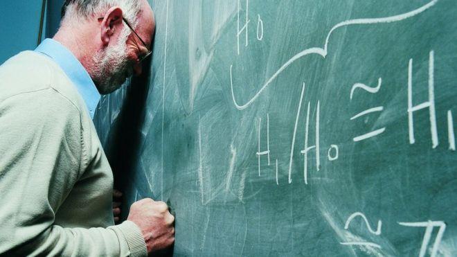 algoritmos matemáticos en una pizarra