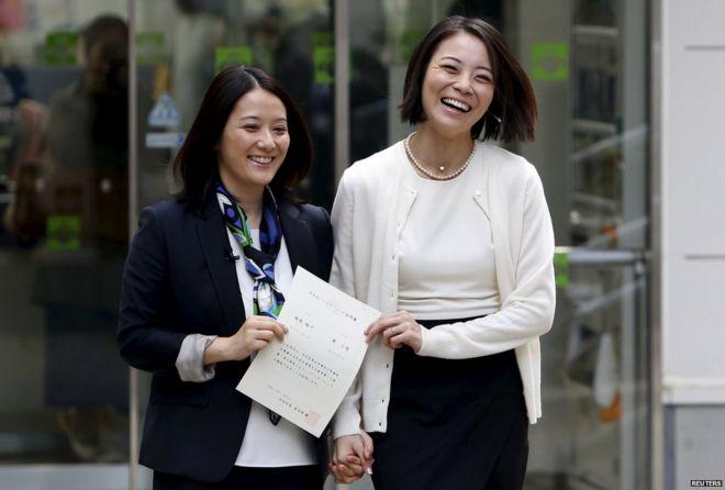 Hiroko Masuhara and Koyuki Higashi hold certificate