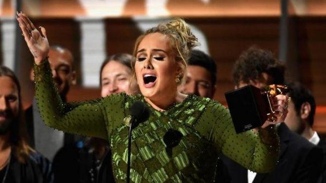 Adele arrasó en los Grammy