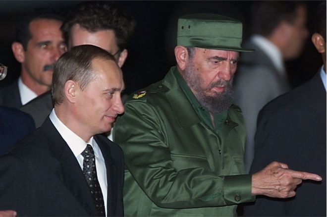 Cuban President Fidel Castro welcoming Russian President Vladimir Putin at Jose Marti Airport in Havana on December 13, 2000