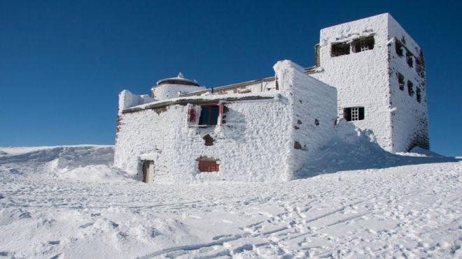 Нині майже всі приміщення, окрім туристичного притулку, закриті для відвідувачів