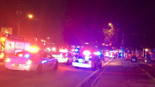 Foto del ambulancias y patrulas frente al club Pulse