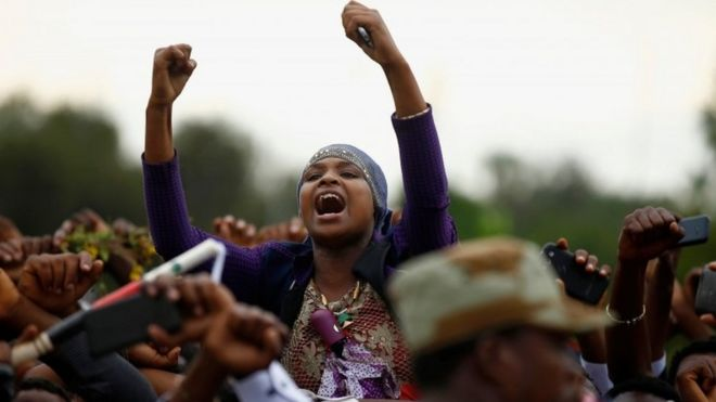 Demonstrators chant slogans while flashing the Oromo protest gesture during Irreecha, the thanksgiving festival of the Oromo people, in Bishoftu town, Oromia region, Ethiopia, October 2, 2016
