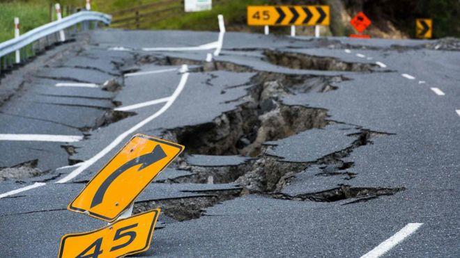 Daños sufridos por la autopista estatal 1, al norte de Kaikoura.
