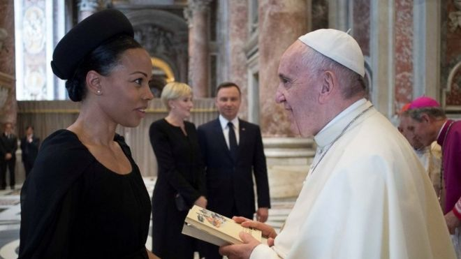 Pope Francis meets Swedish Minister of Culture Alice Bah Kuhnke (left) before he leads the mass for the canonisation of Swedish nun Sister Maria Elisabeth Hesselblad in the Vatican (05 June 2016)